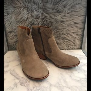 Kork-Ease Sherrill ankle boots in Taupe
